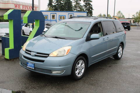 2005 Toyota Sienna for sale at BAYSIDE AUTO SALES in Everett WA