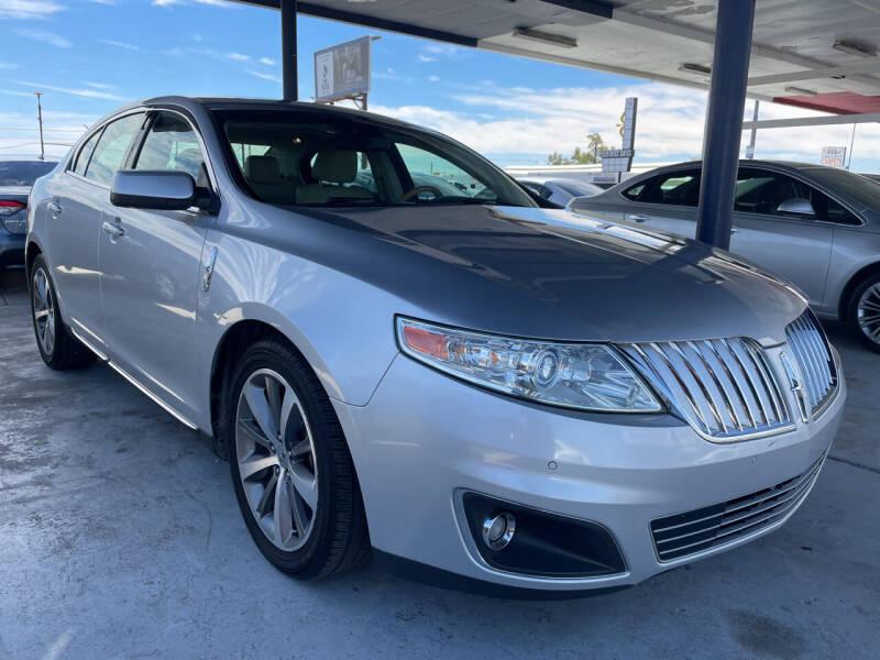 2009 Lincoln MKS for sale at DESANTIAGO AUTO SALES in Yuma AZ