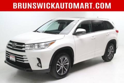 2018 Toyota Highlander for sale at Brunswick Auto Mart in Brunswick OH