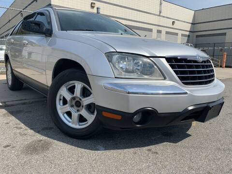 2006 Chrysler Pacifica for sale at Illinois Auto Sales in Paterson NJ