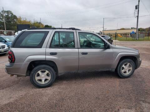 2005 Chevrolet TrailBlazer for sale at RIVERSIDE AUTO SALES in Sioux City IA