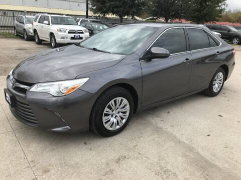 2015 Toyota Camry for sale at AMIGO USED CARS in Houston TX