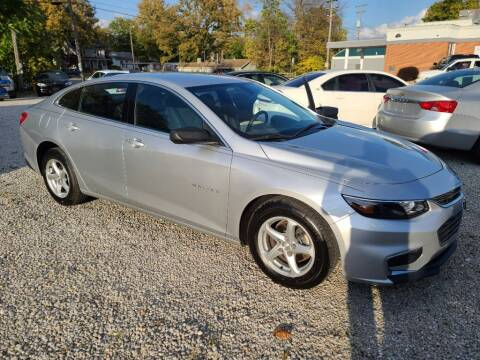 2017 Chevrolet Malibu for sale at Claborn Motors, INC in Cambridge City IN