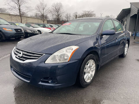 2012 Nissan Altima for sale at Diana Rico LLC in Dalton GA