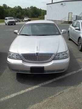 2010 Lincoln Town Car for sale at Gilliam Motors Inc in Dillwyn VA