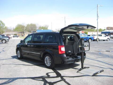 2016 Chrysler Town and Country for sale at McCrocklin Mobility in Middletown IN