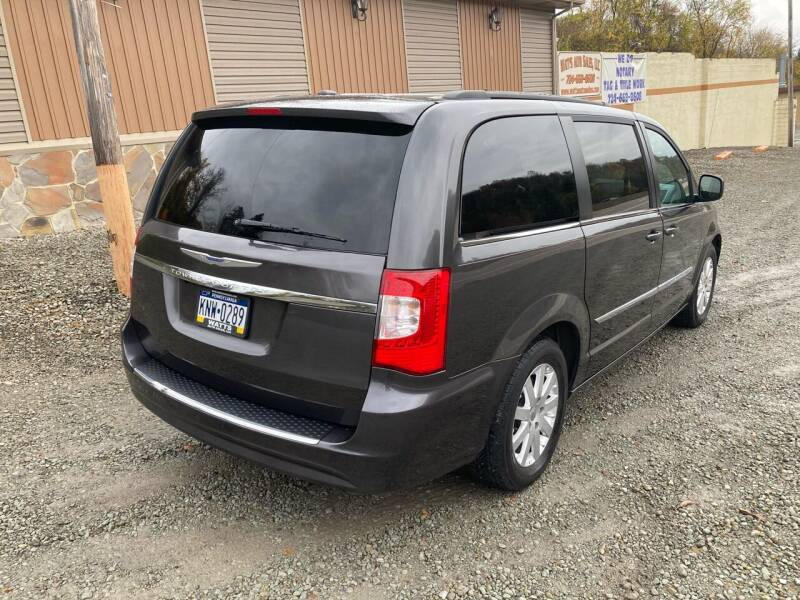 2016 Chrysler Town and Country Touring 4dr Mini-Van - New Alexandria PA