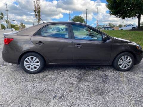 2013 Kia Forte for sale at VENTURE MOTORS in Wickliffe OH