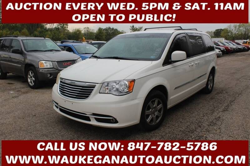 2011 Chrysler Town and Country for sale at Waukegan Auto Auction in Waukegan IL