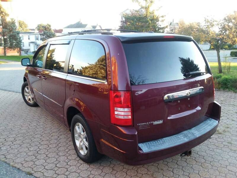 2008 Chrysler Town and Country Touring 4dr Mini-Van - South Darthmouth MA