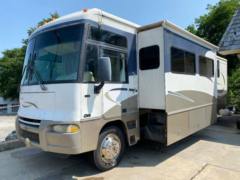 2005 Winnebago Sunrise for sale at Courtesy Cars in Independence MO