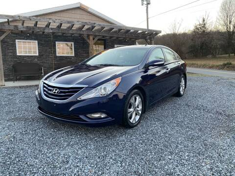 2013 Hyundai Sonata for sale at Robinson Motorcars in Hedgesville WV