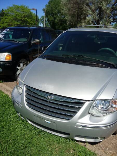 2006 Chrysler Town and Country for sale at Continental Auto Sales in White Bear Lake MN