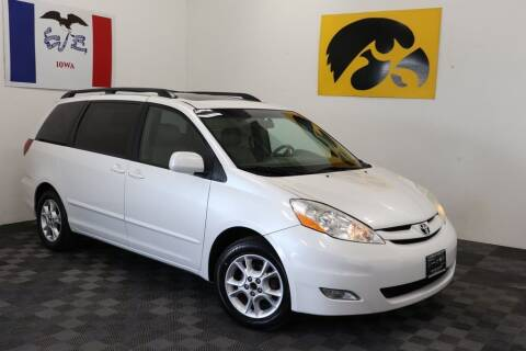 2006 Toyota Sienna for sale at Carousel Auto Group in Iowa City IA