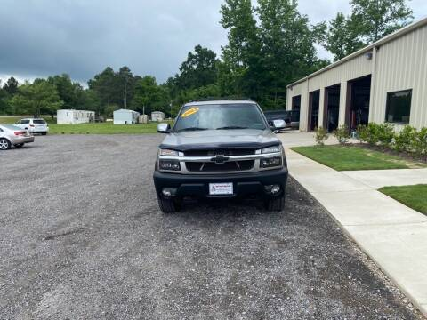2003 Chevrolet Avalanche for sale at B & B AUTO SALES INC in Odenville AL