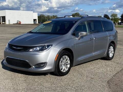 2020 Chrysler Pacifica for sale at TEAM ONE CHEVROLET BUICK GMC in Charlotte MI