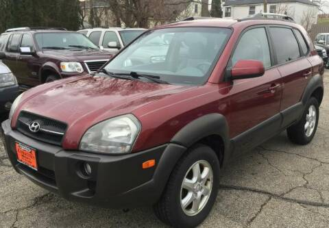 2005 Hyundai Tucson for sale at Knowlton Motors, Inc. in Freeport IL