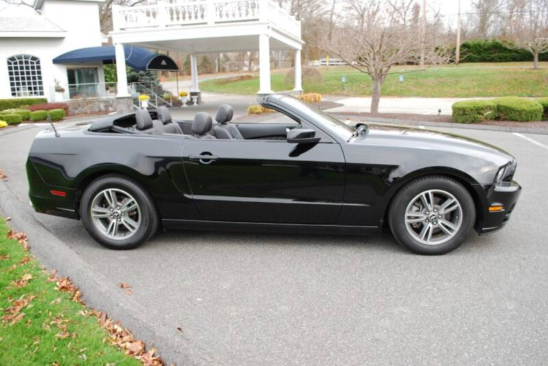 2013 Ford Mustang V6 Premium 2dr Convertible - New Milford CT