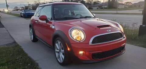 2013 MINI Hardtop for sale at Wyss Auto in Oak Creek WI