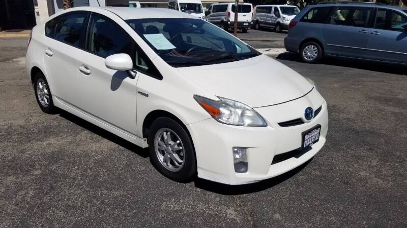 2010 Toyota Prius for sale at In-House Auto Finance in Hawthorne CA