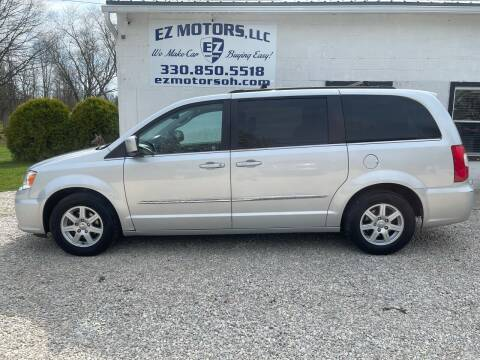 2011 Chrysler Town and Country for sale at EZ Motors in Deerfield OH