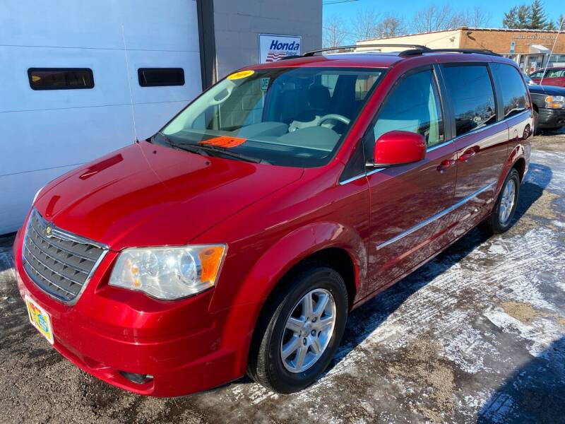 2009 Chrysler Town and Country for sale at Jacobs Motors in Huntsville OH