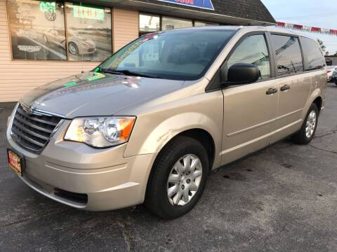 2008 Chrysler Town and Country for sale at TOP YIN MOTORS in Mount Prospect IL