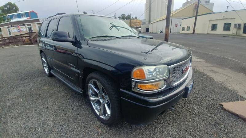 2004 GMC Yukon for sale at Deanas Auto Biz in Pendleton OR