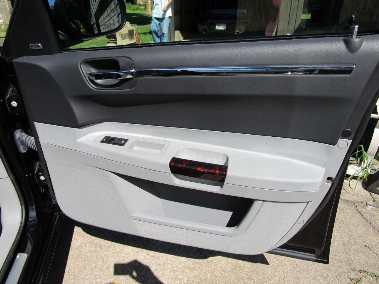 2006 Chrysler 300 71