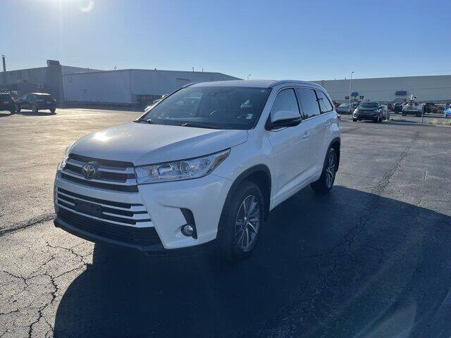 2018 Toyota Highlander for sale at MATHEWS FORD in Marion OH