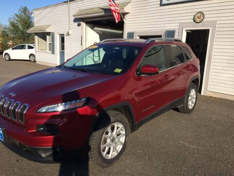 2015 Jeep Cherokee for sale at CLARKS AUTO SALES INC in Houlton ME