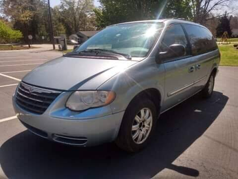 2005 Chrysler Town and Country for sale at Happy Days Auto Sales in Piedmont SC