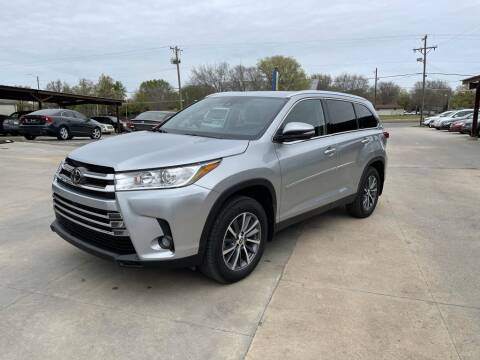 2019 Toyota Highlander for sale at Kansas Auto Sales in Wichita KS