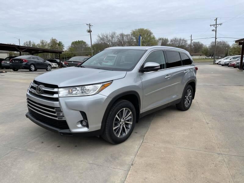 2019 Toyota Highlander for sale at Kansas Auto Sales in Wichita KS