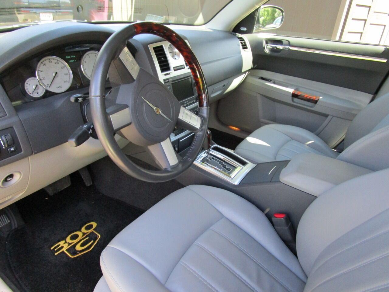 2006 Chrysler 300 42