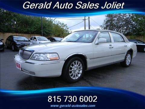 2006 Lincoln Town Car for sale at Gerald Auto Sales in Joliet IL