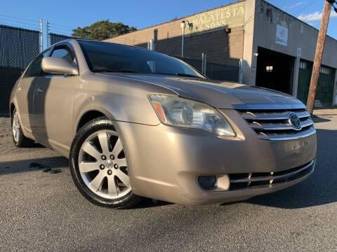 2005 Toyota Avalon for sale at Illinois Auto Sales in Paterson NJ