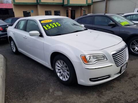 2013 Chrysler 300 for sale at Showcase Luxury Cars II in Pinedale CA