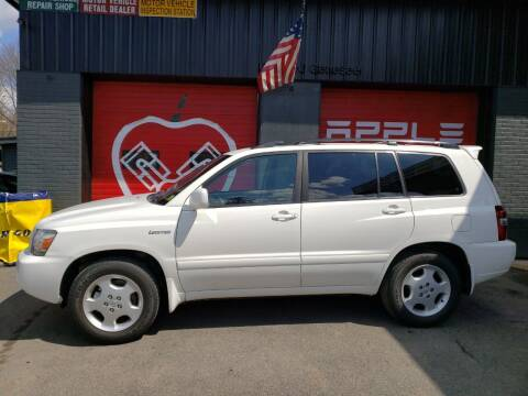 2004 Toyota Highlander for sale at Apple Auto Sales Inc in Camillus NY