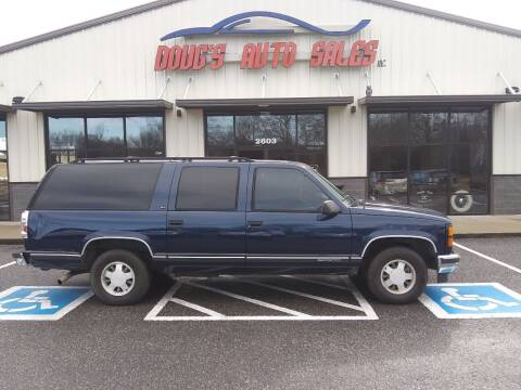 1999 GMC Suburban for sale at DOUG'S AUTO SALES INC in Pleasant View TN