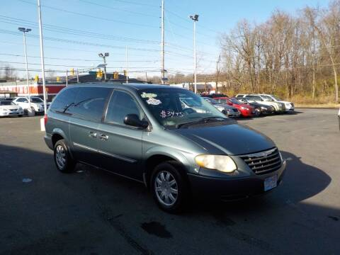 2005 Chrysler Town and Country for sale at United Auto Land in Woodbury NJ