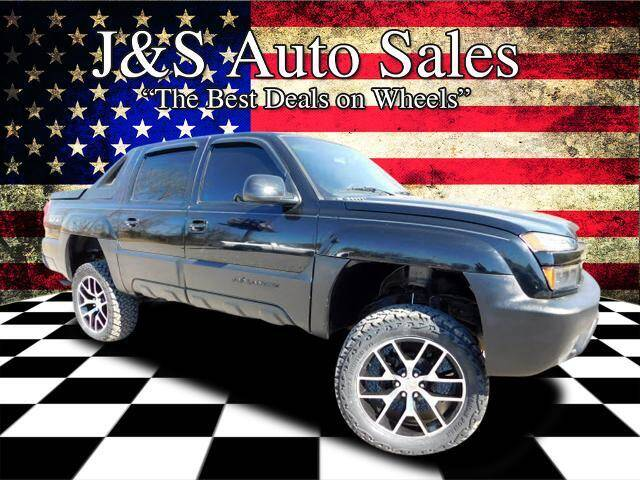 2003 Chevrolet Avalanche for sale at J & S Auto Sales in Clarksville TN