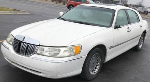 2001 Lincoln Town Car for sale at D & J AUTO EXCHANGE in Columbus IN