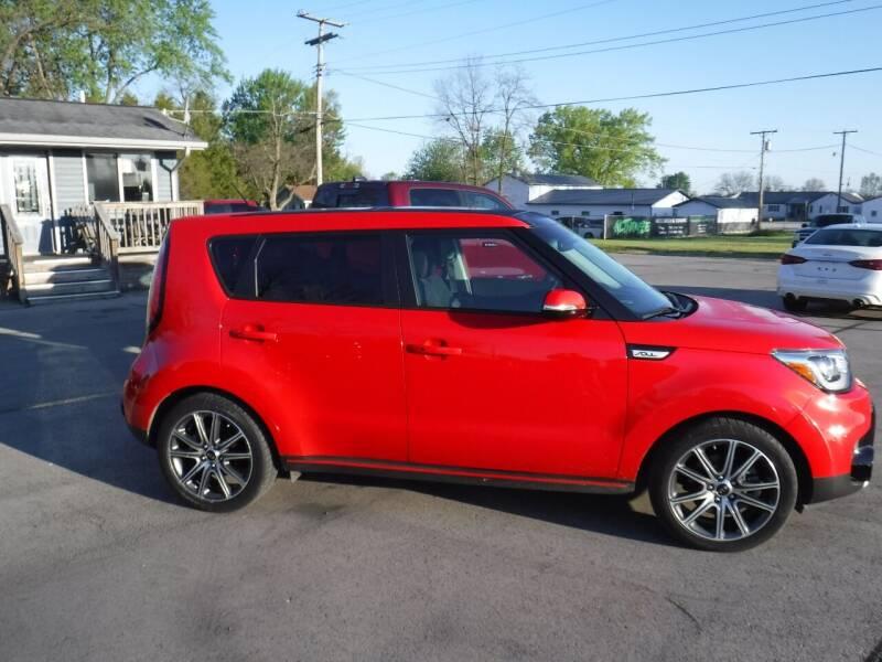 2018 Kia Soul for sale at Dave's Car Corner in Hartford City IN