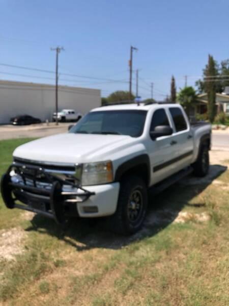 2009 Chevrolet Silverado 1500 for sale at Carzready in San Antonio TX
