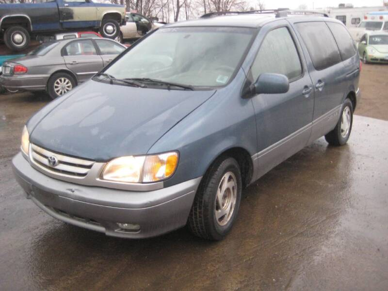 2001 Toyota Sienna for sale at CARZ R US 1 in Armington IL