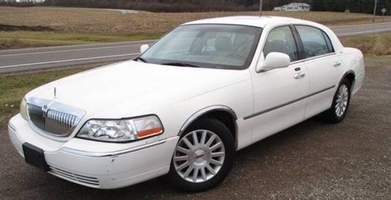 2003 Lincoln Town Car for sale at BSTMotorsales.com in Bellefontaine OH