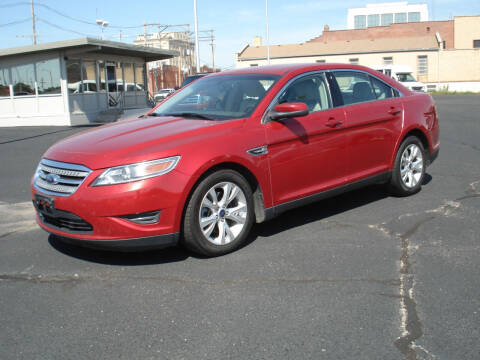 2010 Ford Taurus for sale at Shelton Motor Company in Hutchinson KS