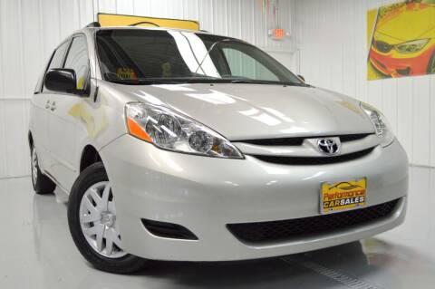 2008 Toyota Sienna for sale at Performance car sales in Joliet IL