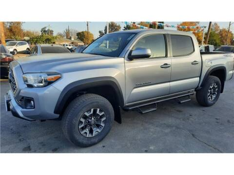2018 Toyota Tacoma for sale at Dealers Choice Inc in Farmersville CA